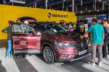 رنو تالیسمان و رنو کولیوس در غرفه نگین خودرو نمایشگاه مشهد