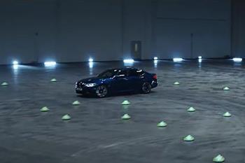 قدرت نمایی یک سوپرسدان خانوادگی؛ نمایش دریفت با BMW M5 جدید