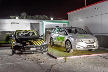 ضیافت کارمانیا با اولین تسلا ایران، حمایت از خودروهای برقی