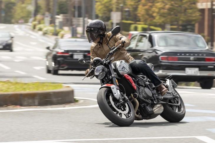 موتورسیکلت جدید بریتانیایی با موتور 3 سیلندری 660 سیسی؛ تریومف ترایدنت 660