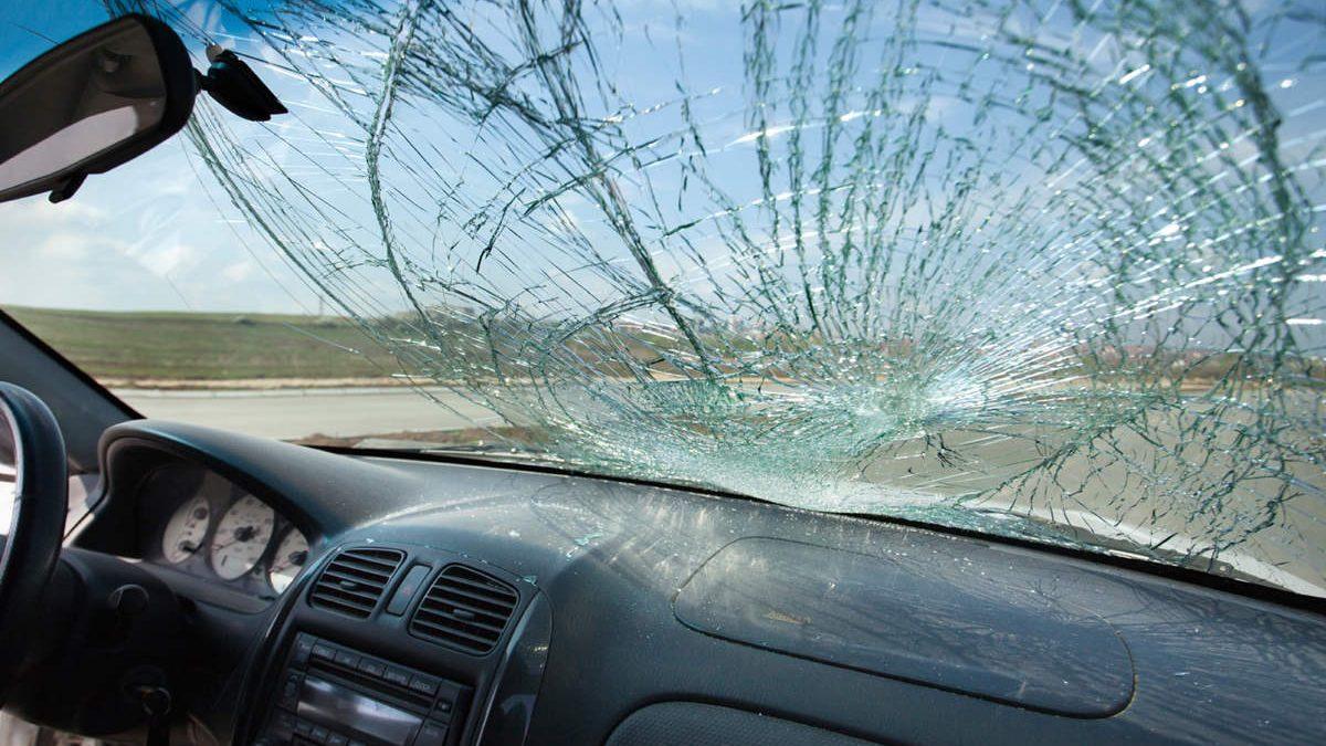 شکستگی شیشه ی اتومبیل و نکاتی پیرامون آن