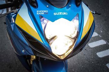 بررسی فنی و حرکتی سوزوکی GSXR-750؛ سامورایی روی دوچرخ - 12