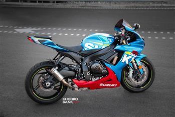 بررسی فنی و حرکتی سوزوکی GSXR-750؛ سامورایی روی دوچرخ - 9