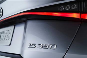 لکسوس IS جدید رونمایی شد؛ طراحی نوین، موتورهای کهن + فیلم - 3